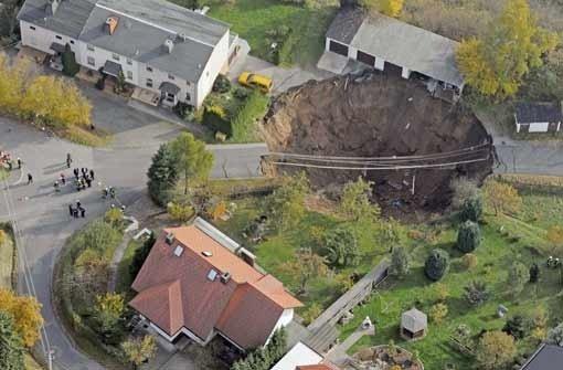 Schmalkalden: Krater soll schnell gesichert werden - Panorama ...