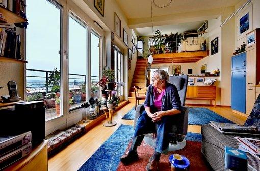stuttgarter wohnzimmer: gelebte nachbarschaft mit aussicht, Wohnzimmer