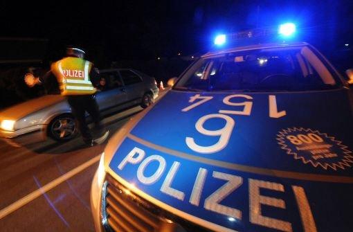 Blaulicht aus der Region Stuttgart: 6. Dezember: Polizeistreife kracht in Raserin - Stuttgarter Zeitung