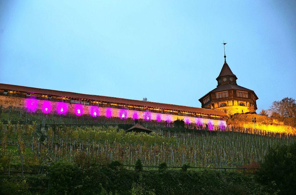 Aktion Gegen Krebs Die Esslinger Burg Leuchtet Vorübergehend Lila