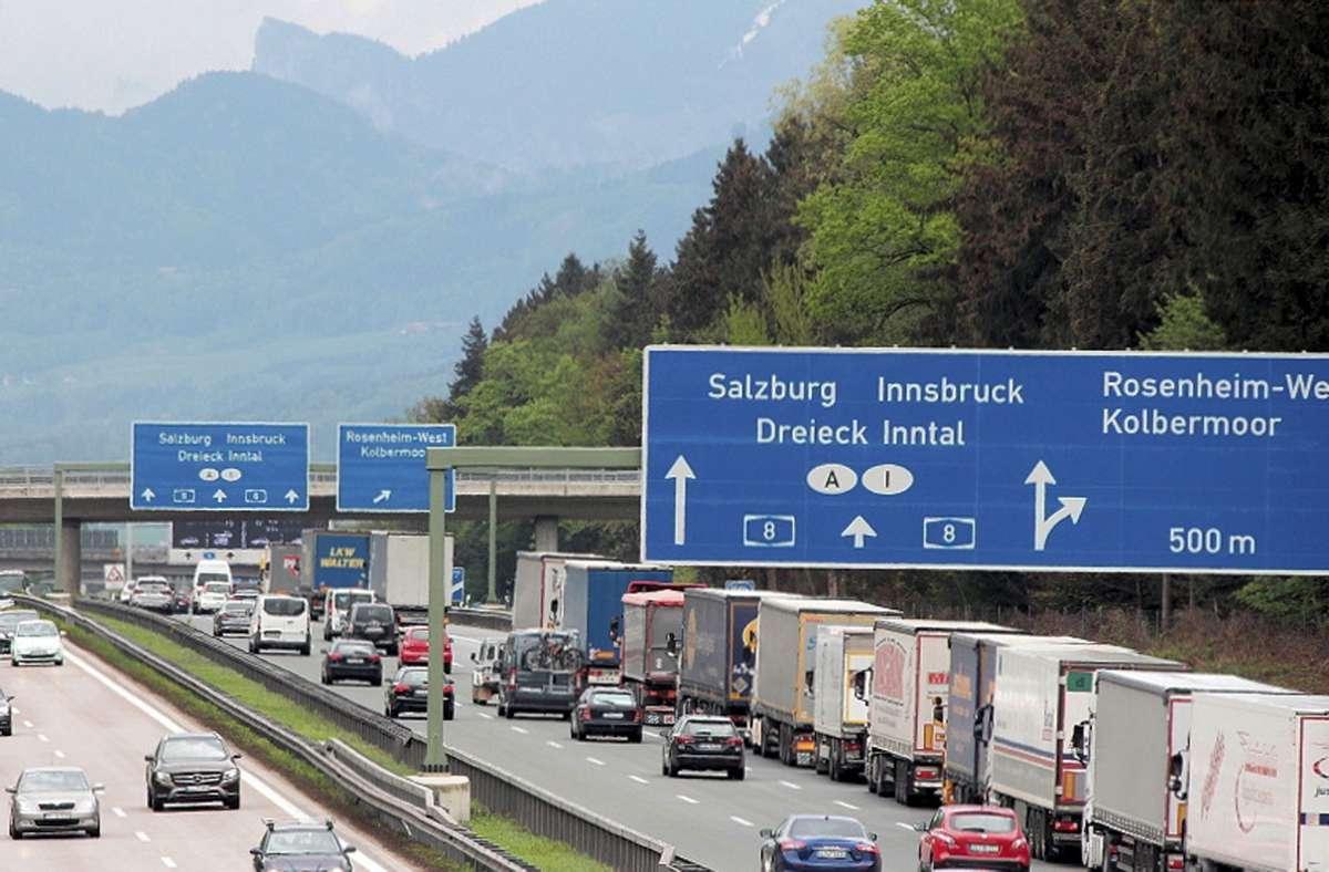 Kilometerlange Staus an Grenze: Tirol drosselt im ersten Halbjahr 2021 erneut Lkw-Verkehr