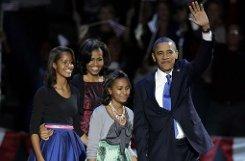 Four more years: US-Präsident Barack Obama lässt sich zusammen mit seiner Frau Michelle und seinen Töchtern Malia und Sasha von seinen demokratischen Anhängern feiern. Foto: AP