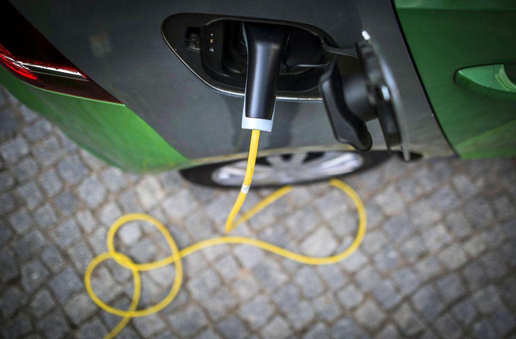 Autogipfel bei Kanzlerin Merkel: Experten: E-Auto-Prämie verfehlt Ziel