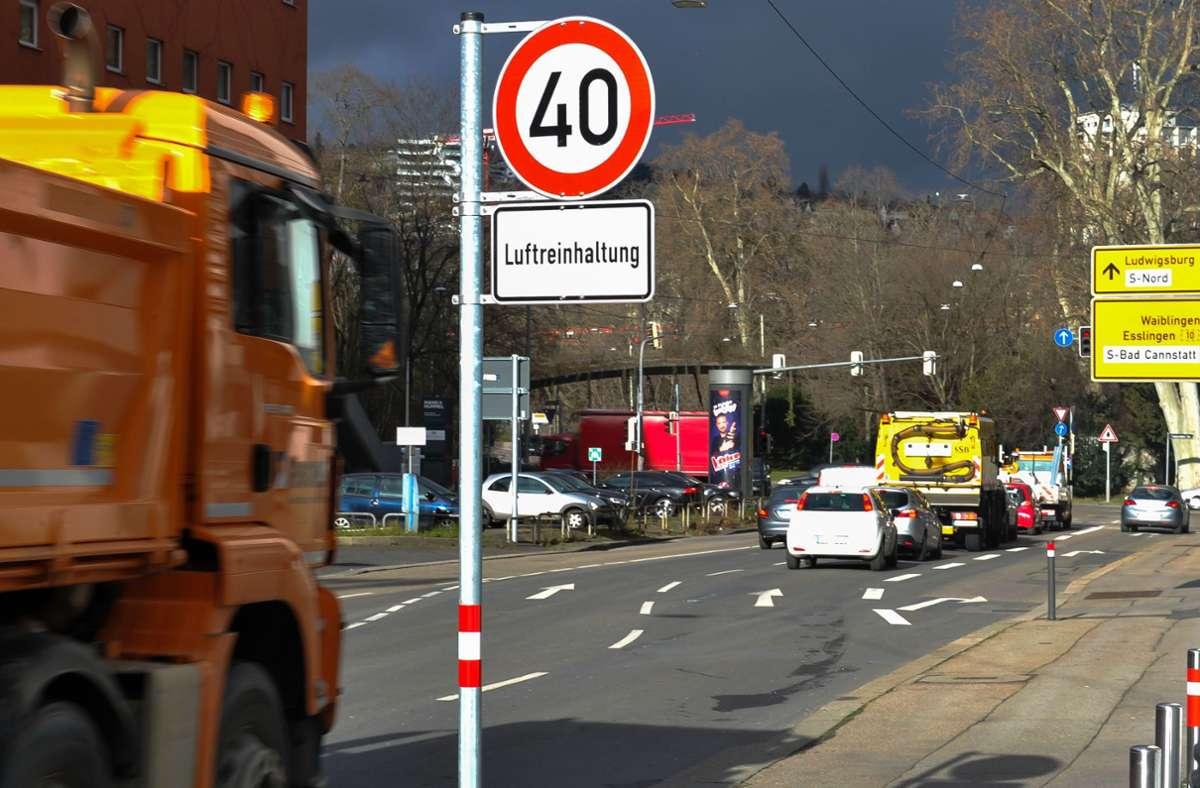 OB-Wahl in Stuttgart: Tempo-50-Wahlplakat von Ballweg sorgt für Verwirrung