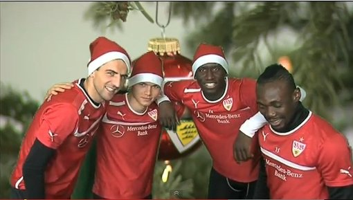 Hohoho: Vedad Ibisevic, Kevin Stöger, Antonio Rüdiger und Arthur Boka (von links), die Weihnachtsmänner vom VfB Stuttgart. Foto: Screenshot Youtube