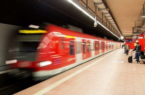 Unfall und Personen im Gleis