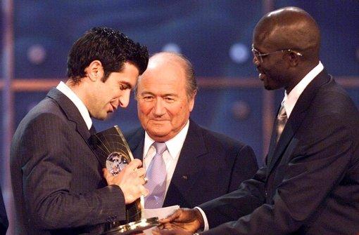 Auch Figo fordert Blatter heraus