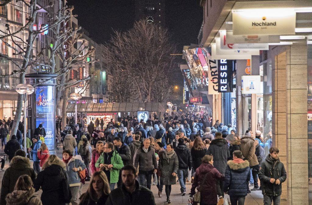Lange Einkaufsnacht in Stuttgart: Der späte Weihnachtseinkauf ...