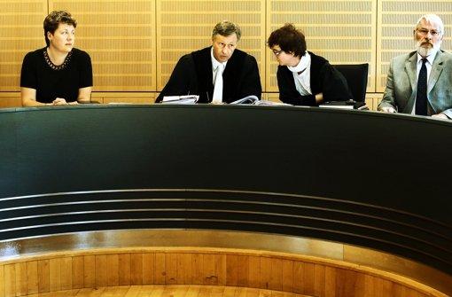 Warum dürfen Schöffen nicht älter sein als 69 Jahre, fragt eine Kommission. Foto: dpa, dapd