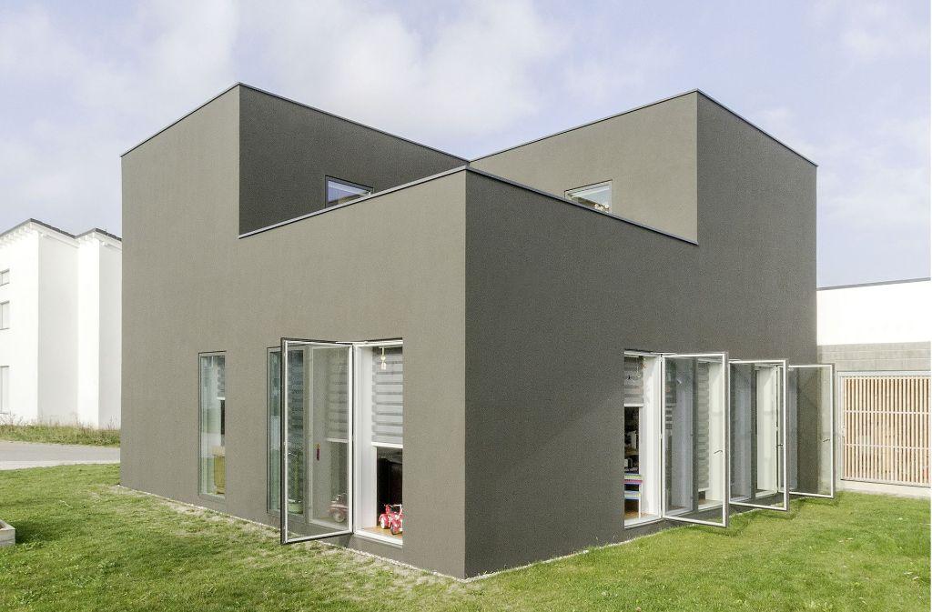 das kleine schwarze nennen die bewohner dieses preisgekr nte einfamilienhaus die juroren haben. Black Bedroom Furniture Sets. Home Design Ideas