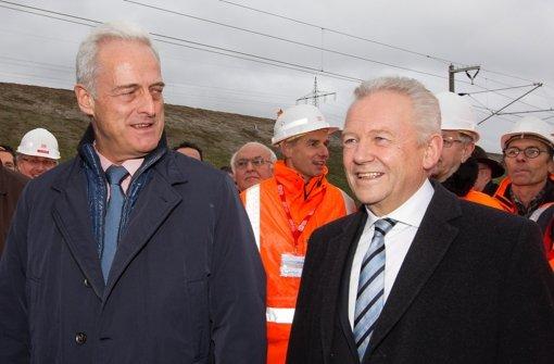 Bei der Eröffnung des Katzenbergtunnels in Südbaden  haben sich Bundesverkehrsminister Peter Ramsauer (CSU, li.) und Bahnchef Rüdiger Grube getroffen. Der Minister wollte sich nicht an Spekulationen über Mehrkosten bei Stuttgart21 beteiligen Foto: dapd