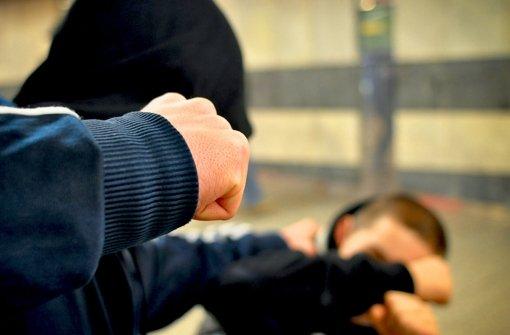 20.12.: Männer schlagen 17-Jährige