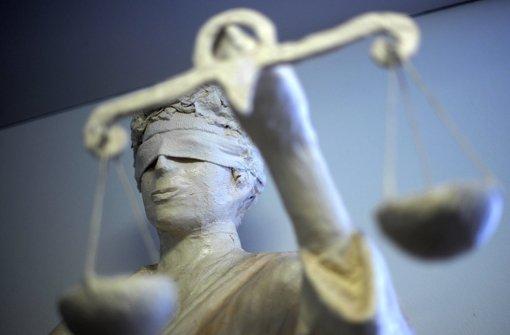 Tortenwerfer zu Geldstrafe verurteilt