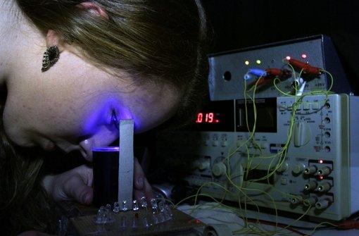 Die Jungtüftler erforschen die Lichtwellenlängen wie Jessica Eck aus Gerlingen. Foto: factum