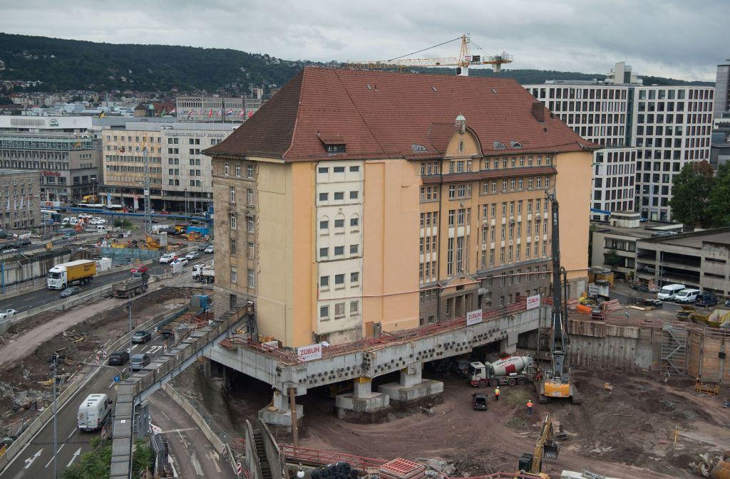 Stuttgart 21 Historisches Gebaude Steht Fur Tunnelbau Auf Stelzen
