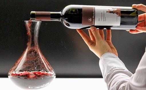 Rotwein richtig dekantieren