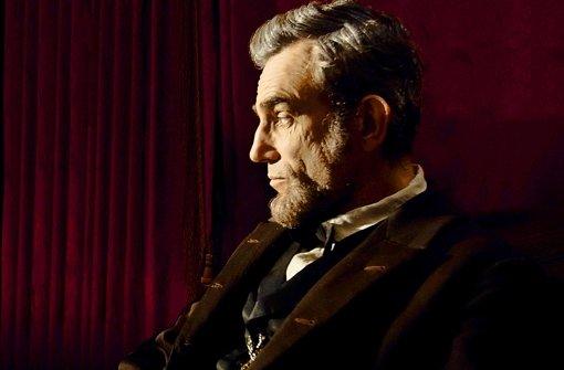 Daniel-Day Lewis sinniert mit der strengen Würde des echten Abraham Lincoln. Foto: Verleih