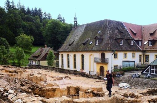Im Sommer 2012 haben die Bauarbeiten für das  United World College begonnen – hier das  freigelegte Areal des alten Klosters aus dem 14.Jahrhundert.  Im Kreuzgang  war der Friedhof, auf dem   jetzt die Skelette gefunden wurden Foto: Siebold