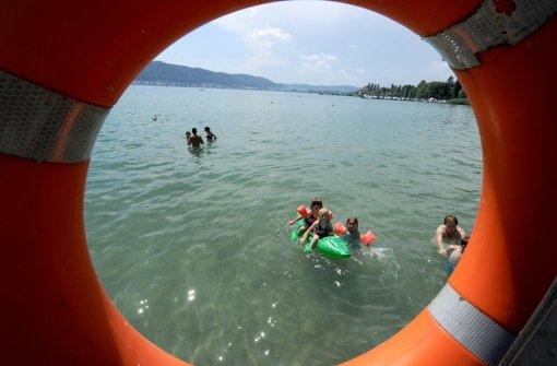 Die Acherner Richter sagen im Urteil: Wenn sie mit Kindern in Seen baden, müssen die Betreuer einen Rettungsschwimmerschein  gemacht haben. Foto: dpa