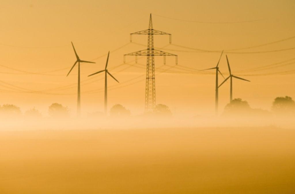 Die Windkraft ist eine beliebte alternative Energie, doch die Standort für neue Windräder sind oft sehr umstritten. Foto: dpa