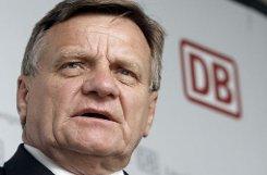 Früher war Hartmut Mehdorn Chef der Deutschen Bahn. Übergangsweise steht er an der Spitze von Air Berlin. Bei Twitter hat das für eine Welle von Kalauern gesorgt. Foto: AP