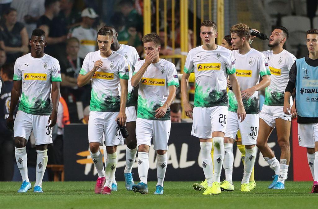 Spiel Gegen Erdogan Club Basaksehir Istanbul Kreuz Im Stadtwappen Gladbach Fans Werden Fahnen Abgenommen Fussball Stuttgarter Zeitung
