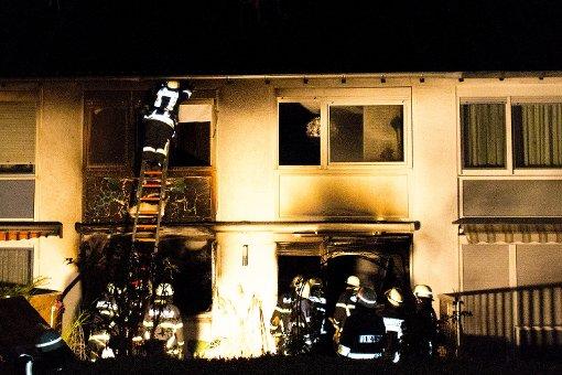 Christbaum fängt Feuer - hoher Schaden