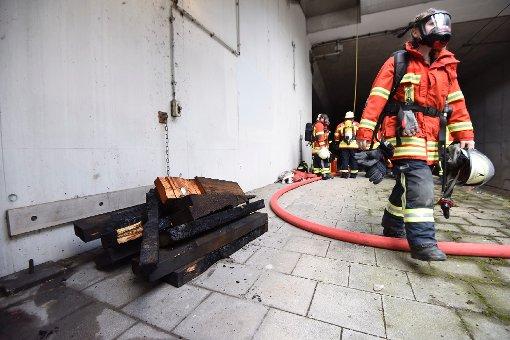 Brennende Brücke bremst S-Bahnen aus