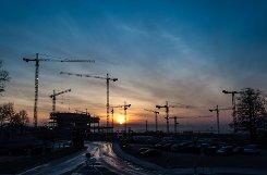 Sonnenaufgang über der Bosch-Baustelle in Renningen im Kreis Böblingen - hier entsteht das so genannte Zentrum für Forschung und Vorausentwicklung. Foto: Leserfotograf Holger Leicht