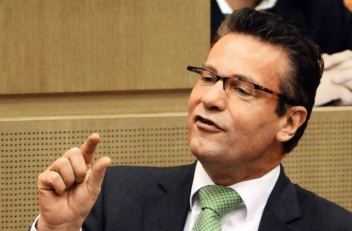 CDU-Fraktionschef Peter Hauk steht bei seinen Leuten in der Kritik. Foto: dpa