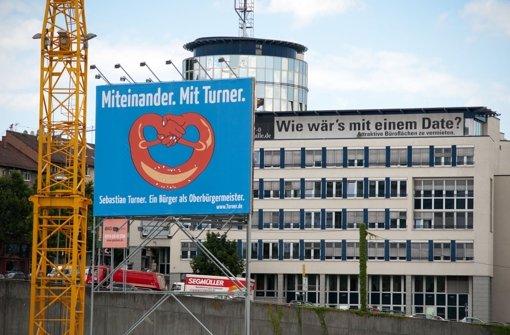 Das umstrittene Plakat des Kandidaten Sebastian Turner. Foto: Martin Stollberg