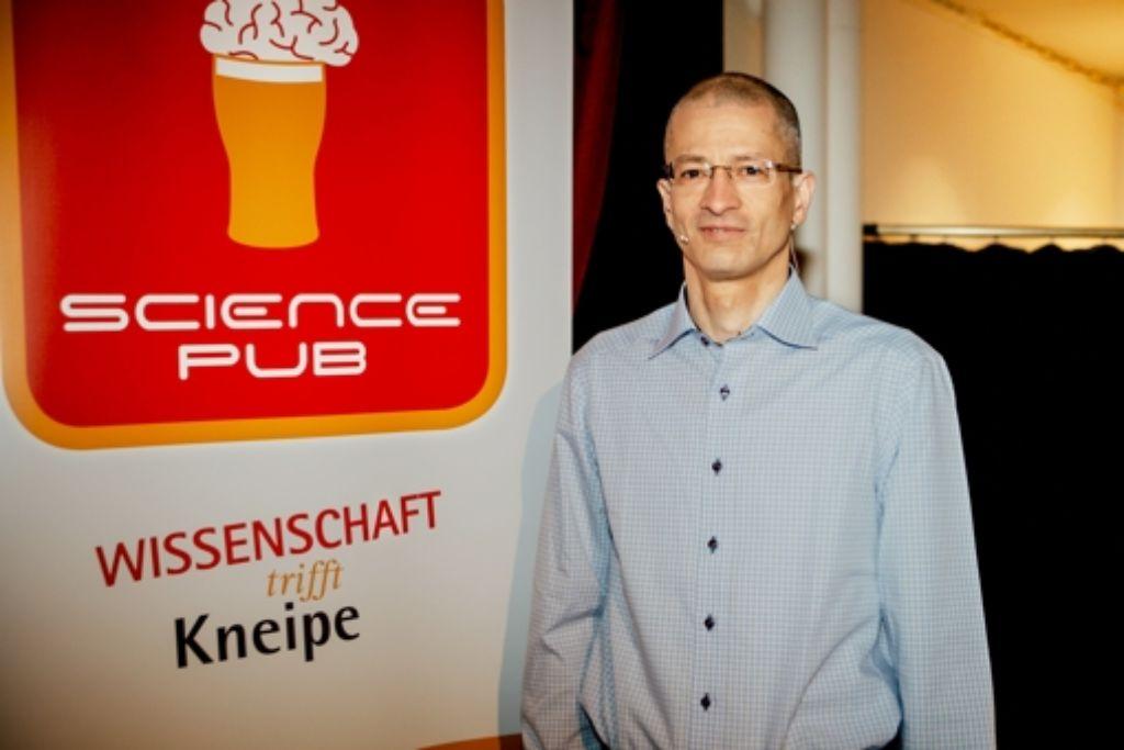 c68d0ebc02ac1d Ulrich Görtz hat sein hoch interessiertes Publikum prima unterhalten. Foto   Lichtgut Verena Ecker