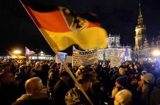 Friedrich: Merkel lässt Pegida stärker werden