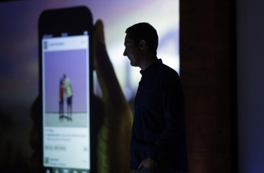 der instagram gr nder kevin systrom stellt die neue video version von instagram in der facebook. Black Bedroom Furniture Sets. Home Design Ideas