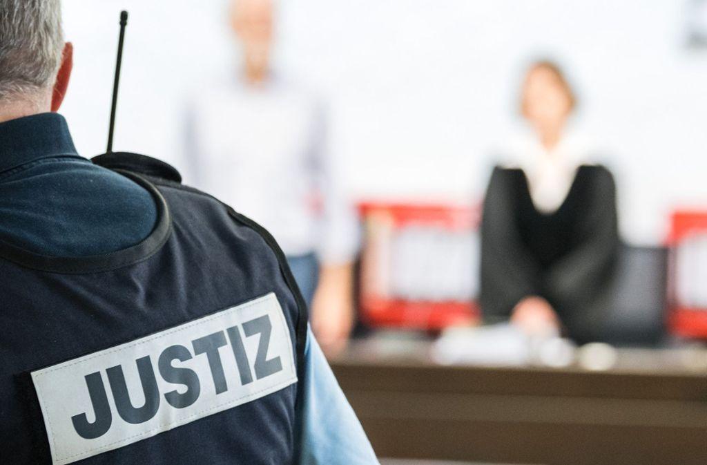 Stuttgart: Sexualstraftäter vor Gericht: Rentner gesteht sexuellen Missbrauch