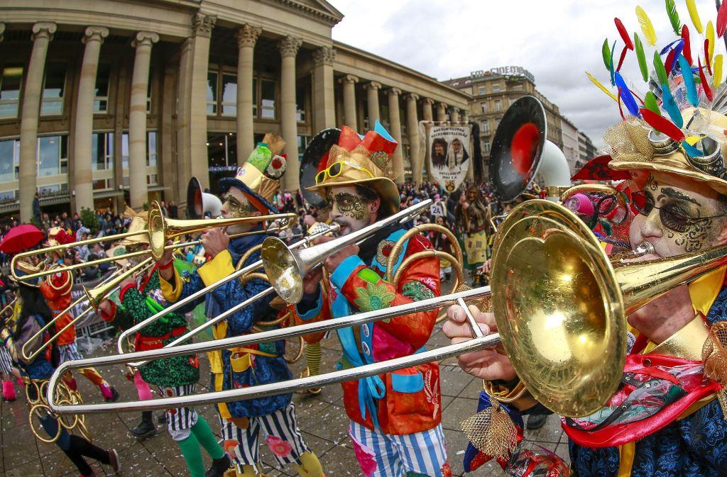 Faschingsumzug In Stuttgart Die Narren Feiern Auch Im Regen