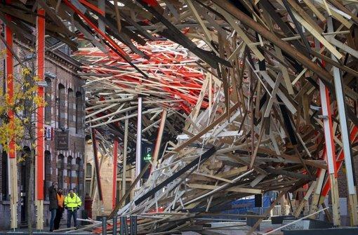 In Mons bricht Installation zusammen