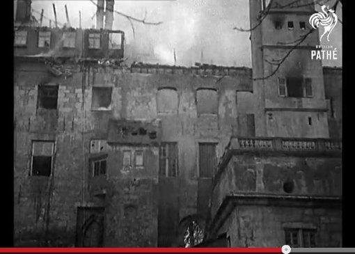 Das Alte Schloss brennt nieder
