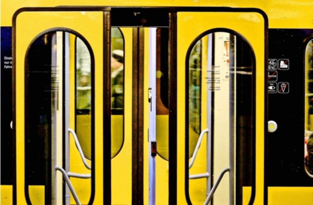 Stuttgarter Straßenbahnen: Tür schließt – Bahn fährt mit Kindern ...