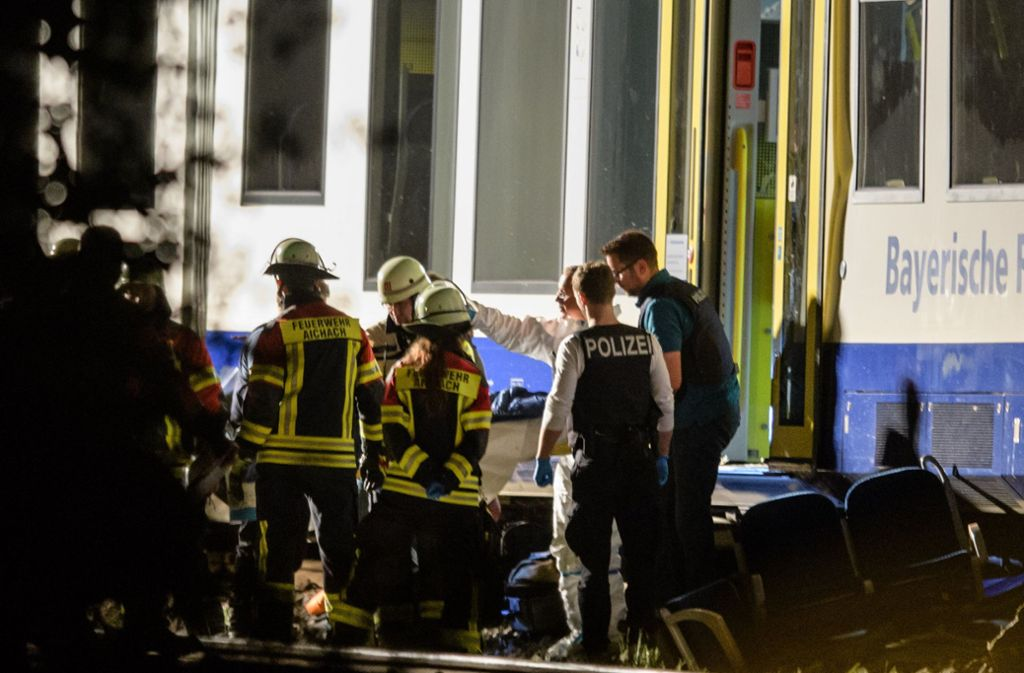 Bayern Tote Bei Zugungluck Ermittler Suchen Nach Ursache Panorama Stuttgarter Zeitung