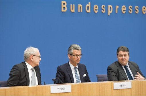 Three men, one goal (from left): IG Metall leader Detlef Wetzel, BDI boss Ulrich Grillo and Federal Minister of Economics Sigmar Gabriel Photo: Photo library