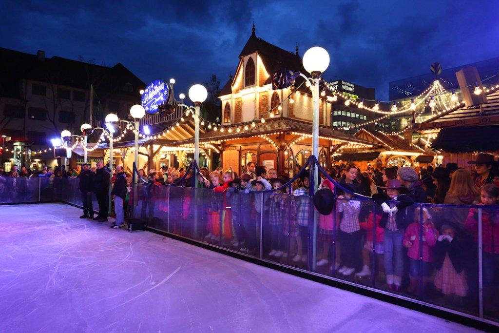 öffnungszeiten Weihnachtsmarkt Stuttgart.Wintertraum Stuttgart Eisbahn Auf Dem Schlossplatz Eröffnet