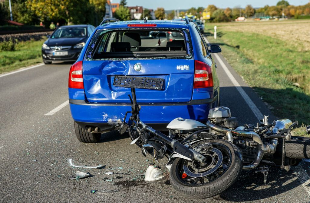Dettingen/Teck - Zwei Verletzte bei Motorradunfall - Stuttgarter Zeitung