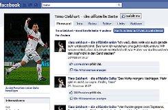 """bTimo Gebhart/b, Mittelfeldspieler beim VfB Stuttgart pp bFreunde:/b 4265 (Stand: 1. März 2011) pp bWie wichtig ist für Sie Facebook?/b Beruflich ist es für mich sehr wichtig – weil es der direkteste Weg ist, mit den Fans persönlich in Kontakt zu treten. Privat nutze ich Facebook nur zeitweise. pp bWie oft schauen Sie bei Facebook vorbei?/b Auf meiner Fanseite sehr regelmäßig. Ich schaffe es zwar nicht immer, alle Kommentare zu lesen – aber ich versuche, so viel wie möglich davon mitzukommen. Schließlich geben sich viele Anhänger viel Mühe. pp bSeit wann sind Sie bei Facebook?/b Seit ziemlich genau einem Jahr. pp bWas würden Sie niemals posten?/b Erstens würde ich niemanden persönlich beleidigen. Und zweitens gibt es im Privatleben Grenzen – auch wenn mir bewusst ist, dass ich eine Person des öffentlichen Lebens bin. pp bSchonmal was Lustiges passiert?/b Als ich ganz am Anfang mal einen angeblich """"echten"""" Timo Gebhart gefunden und ihm einfach mal geschrieben habe. Der war ziemlich erschrocken und hat seine Seite recht schnell dicht gemacht. pp bPosten Sie alles selbst?/b Ich will da niemandem etwas vormachen: Die Meinungen und Aussagen selbst sind zu 100 Prozent von mir – aber formuliert und online gestellt werden sie von einer Agentur, mit der ich zusammenarbeite. Es ist vom Ablauf her nach Spielen einfacher, wenn ich meinen Kommentar kurz telefonisch durchgeben kann. p pa href=http://www.facebook.com/timogebhart target=_blankstrongTimo Gebhart auf Facebook/strong/a/p Foto: Screenshot"""