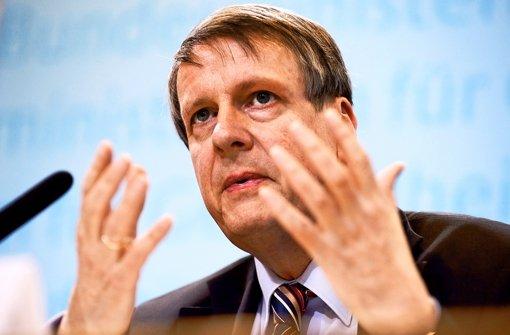 Jörg Hacker (60) ist Präsident der Nationalen Akademie der Wissenschaften (Leopoldina). Von 2008 bis 2010 leitete er das für Infektionskrankheiten zuständige Robert-Koch-Institut in Berlin. Foto: dapd