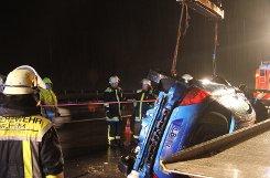 Der nächste schwere Unfall auf der A8: Offenbar wegen Aquaplanings verliert eine 22-Jährige auf Höhe Kirchheim/Teck die Kontrolle über ihren Peugeot und wird leicht verletzt.  Foto: www.7aktuell.de/Schlienz