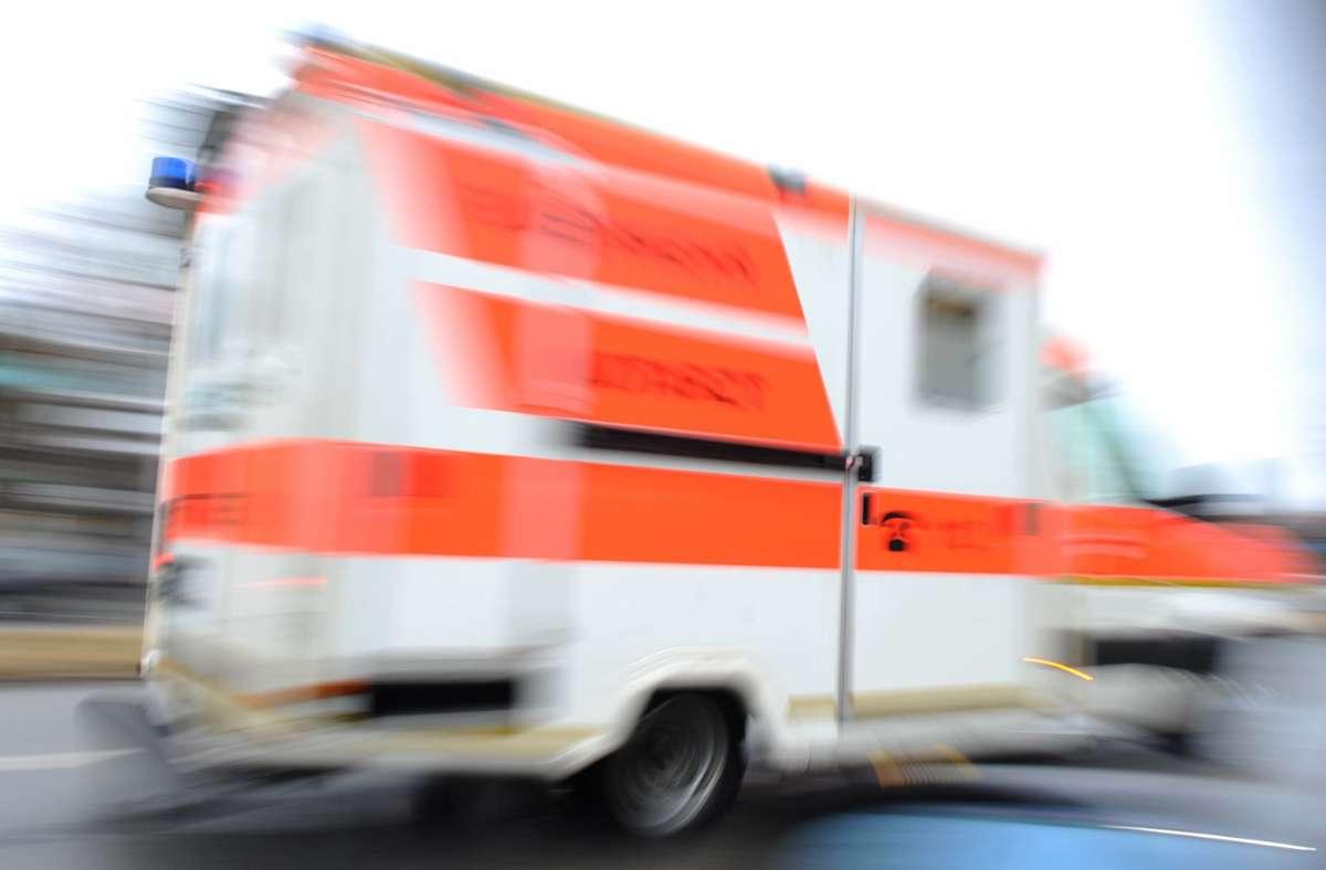 Unfall in Stuttgart-Botnang - Autofahrerin bei Stadtbahnunfall verletzt...