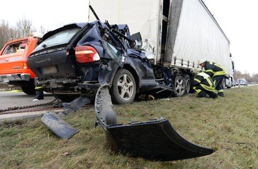 Autodieb rast in den Tod