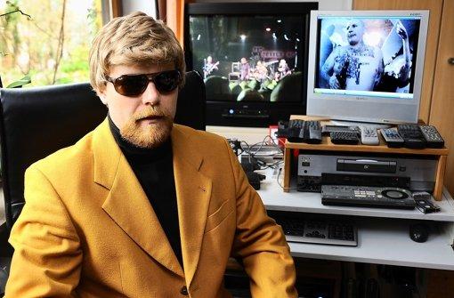 Niemand soll ihn erkennen: Thomas Kuban in Verkleidung an seinem Videosichtplatz Foto: Filmfaktum