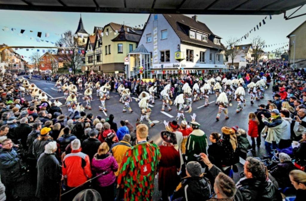 sachsenheim 3500 narren feiern den runden geburtstag der urzeln landkreis ludwigsburg. Black Bedroom Furniture Sets. Home Design Ideas